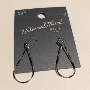 NWT universal thread earrings #329